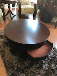 Coffee table and side tables. Almost new for $350 Innisfil, L9S
