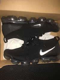 Nike vapormaxes size 9-10 almost brand new only 130!  Toronto, M2N 2C7