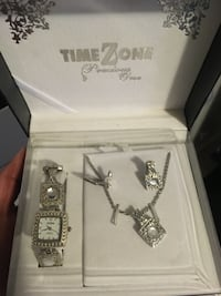 Brand new women's watch , necklace and earrings set