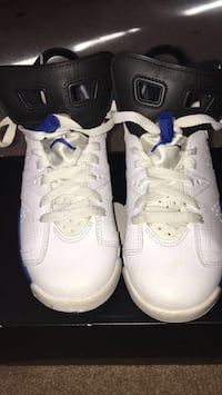 pair of white-and-blue Air Jordan shoes Clinton, 20735