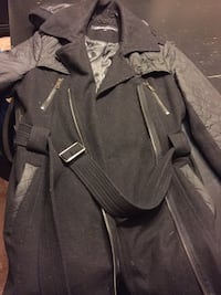 Kenneth Cole Womens coat size 4 black.