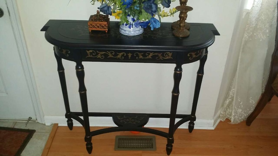 Foyer Table Used : Used entryway table in manassas