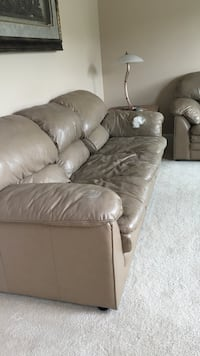 brown leather 3-seat couch