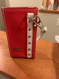Small cell phone carrier purse.