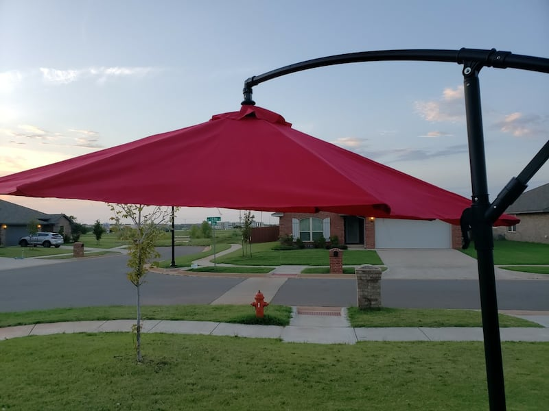 10 F Outdoor Umbrella With Metal Base  1