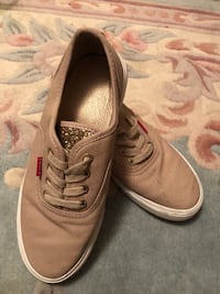 Levi's beige sneakers  Vancouver, V6H 2J3