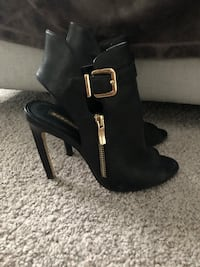 BCBG cut out peep toe boot Size 7 Baltimore, 21239