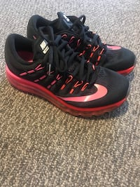 black-and-red Nike basketball shoes