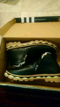 black leather side-zip boots size 41 542 km