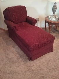 Lounge chair the color is maroon,like brand new