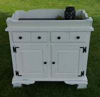Buffet, Hutch, changing table, dry sink Manheim, 17545