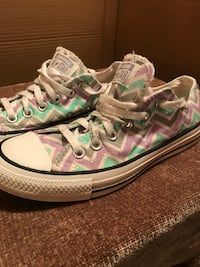 Converse all stars. Chevron patterned. Women's size 5. Gently worn; like new condition  Houma, 70364