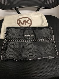 !! black leather michael kors tote bag!! The price it's negotiable !!! Toronto, M4Y 1R2