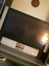 tv sony with table//good condition Hamilton, L9A 1A1