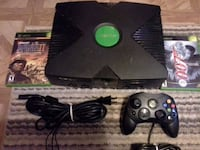 black Xbox One console with controller Davie, 33325