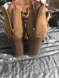 pair of brown leather sandals 1512 mi