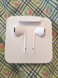Apple EarPods with Lightning Connector Richmond Hill, L4C