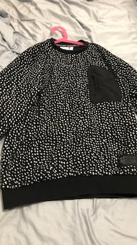 Black and white print sweatshirt 10/10 Condition  North Vancouver, V7N 1V8
