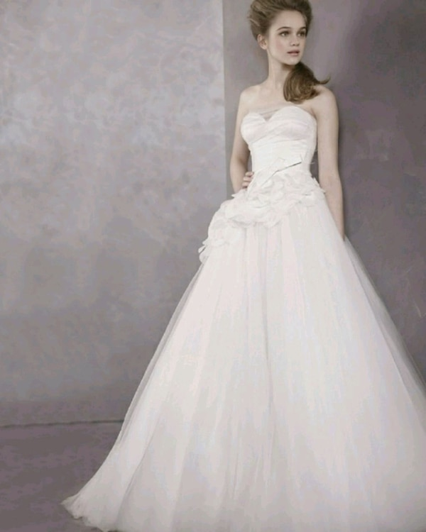 Used Vera Wang Wedding Gown For Sale In Wyomissing Letgo