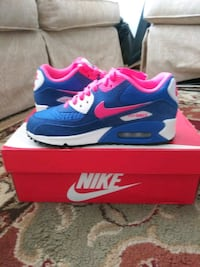 Grade school girls size 4 Air Max 90 Spokane, 99208