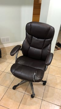 Brown leather office rolling armchair Vaughan, L4J 9C9