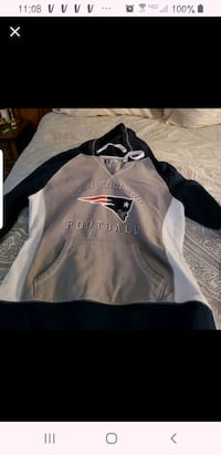 Womans Patriot Sweatshirt NWOT Medium Tewksbury, 01876