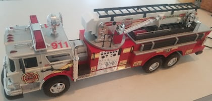 New Bright Vintage 1988 Firetruck Engine Electric