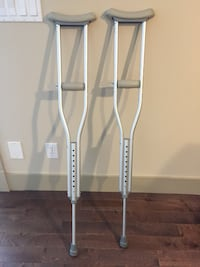 """youth crutches  4'6"""" to 5' 2"""" (adjustable) Calgary"""