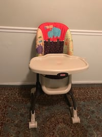 Baby's white and black high chair Hyattsville, 20785