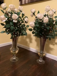 """Long stem """"real feel"""" white roses in vase with fake water $45 each Pittsburgh, 15235"""