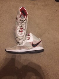 pair of white-and-red Nike basketball shoes Ranson, 25438