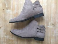 $12 Forever 21 Gray Beige Faux Suede Ankle Boots sz 8 Wilmington, 19804