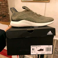 unpaired gray Adidas Yeezy Boost 350 with box San Jose, 95119