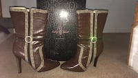 Pair of brown leather boots size 8 40 km