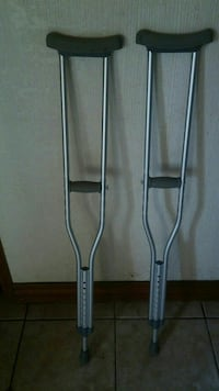 pair of gray underarm crutches Las Cruces, 88007