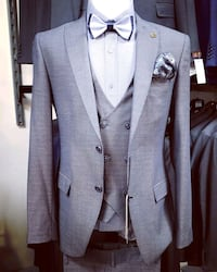 gray notch lapel suit jacket Montréal, H2N 1C8