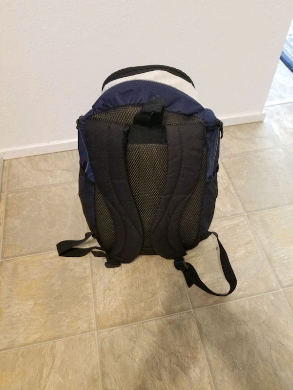 Backpack excellent condition all zippers work 568b24d2-f8cd-4944-a518-3d6daa2a7005