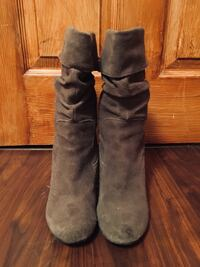 Pair of brown suede boots West Des Moines, 50265
