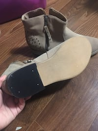 Women's  gray suede boots Mississauga, L5C 1N9