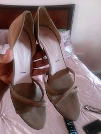 pair of white leather peep-toe heels 63 km