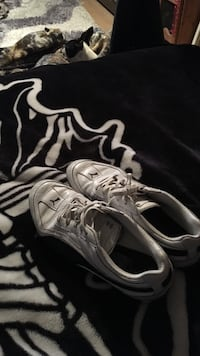 White-and-black puma low-top sneakers Camrose, T4V 3C3