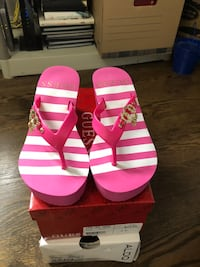 Guess brand pink wedge flip flops, 2 &1/2 inches. Brand new! Never worn! Richmond Hill, L4S 1B5