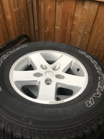 Jeep wheel and tire set 255/75r17