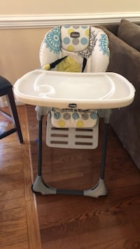 baby's white and gray high chair Chantilly, 20151