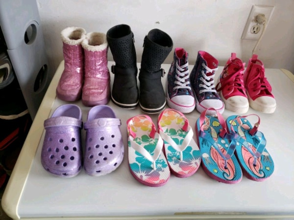 assorted color of shoes lot 2efb964a-5906-4913-a359-c1132f45cbc1