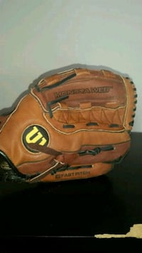 brown and black Wilson leather baseball mitt Boiling Springs, 29316