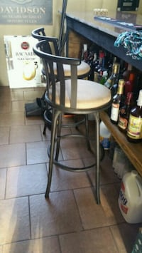 2 metal barstools Marrero, 70072