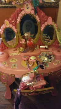 Princess kids vanity with lots of accessories