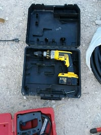 DEWALT 12VOLT DRILL  WITH THE BATTERY NO CASE !