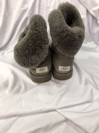UGG Gray Bailey Button Women's Boot 5803 Size 10. Missing 1 Button. Hilton Head Island, 29926
